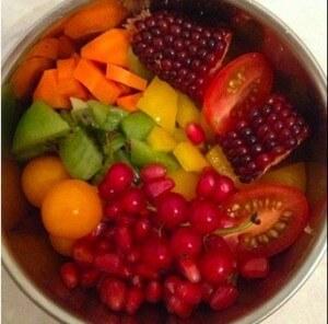 рацион попугаев, гранат, кукуруза, помидоры, морковь, сельдерей